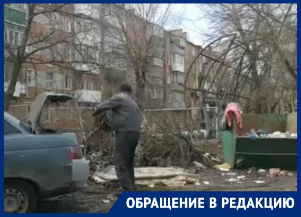 Местный «чистоплюй» свой мусор поленился даже в контейнер опустить в Таганроге