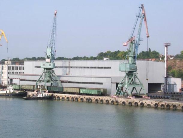 В таганрогском порту встречают и провожают суда