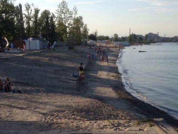 В Таганроге хозяева пляжей, не делая места для переодевания, плодят нудистов