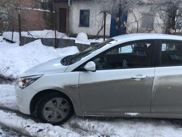 Таганроженка, изрядно помучившись на неочищенном ото льда и снега дворе, с трудом  выехала  в город