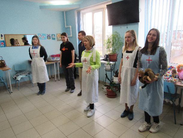 «Порой идем, как на бой», - волонтеры о концертах для детей в многопрофильной больнице Таганрога