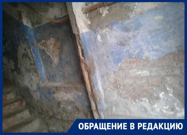 В Таганроге есть подъезд, который может быть натуральной декорацией для фильмов  страшилок