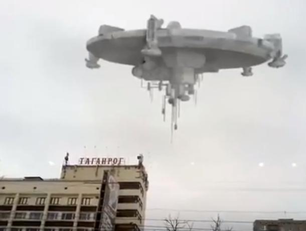 В Таганроге над Конгресс-отелем летает НЛО  (ВИДЕО)