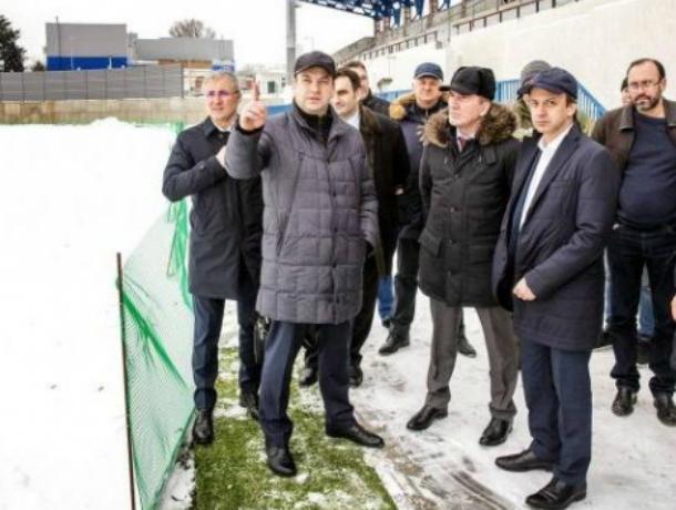 В Таганроге Аркадию Дворковичу показали реконструированный стадион