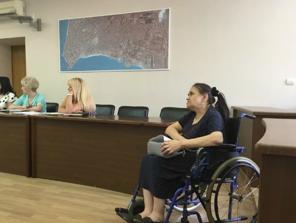 Кричащая, стучащая кулаками, надрывная  комиссия ЖКХ  прошла в Таганроге