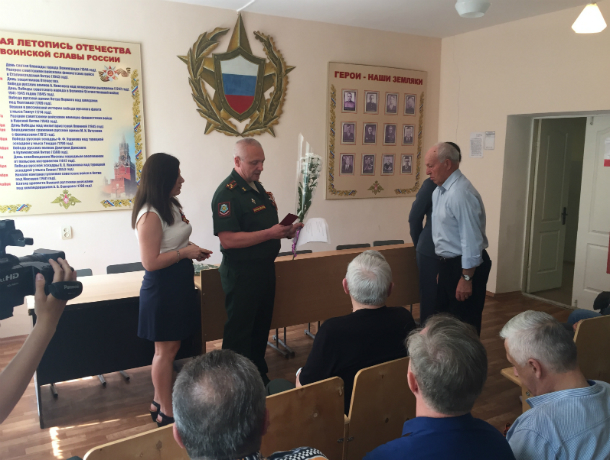 Награды отцов вручили их сыновьям в Таганроге