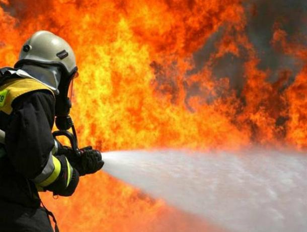 Пожар в Таганроге в многоэтажном доме напугал жителей