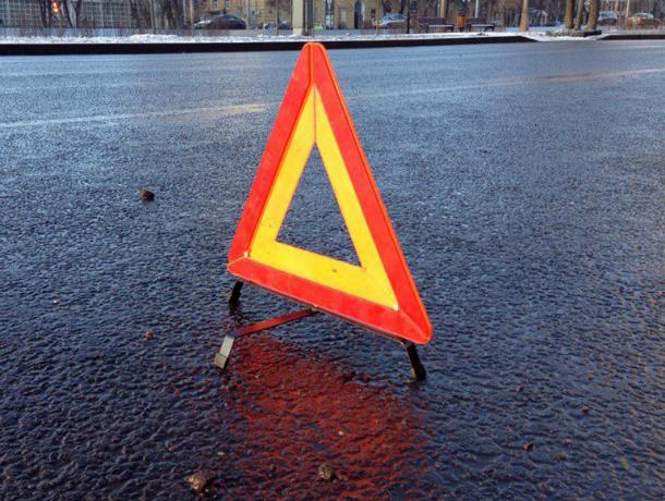 НаСтаврополье при столкновении фургона илегковушки погибла 16-летняя девушка