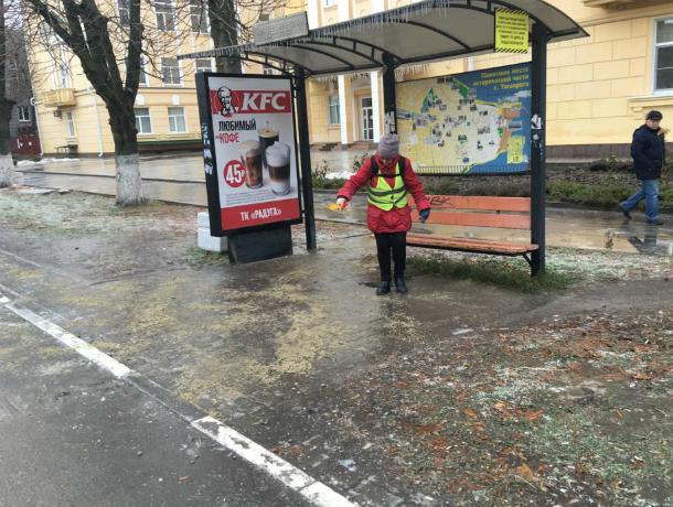 В Таганроге у властей  сил для борьбы с гололедом не хватает, просят помощи