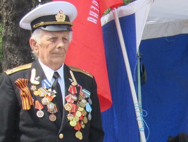 Таганрожцев с Днем Победы поздравляет ветеран войны Игорь Полугородник