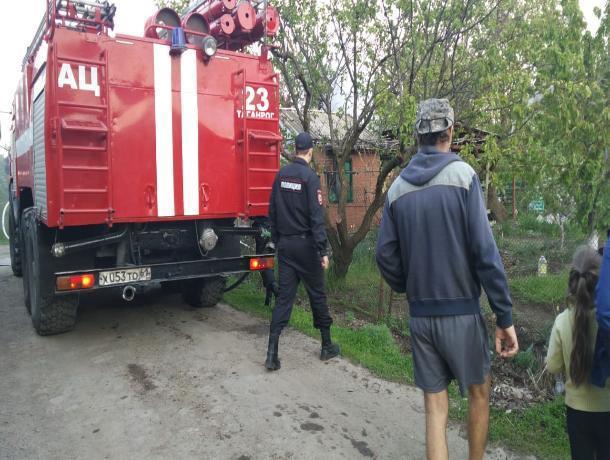 В Таганроге сгорел дачный домик