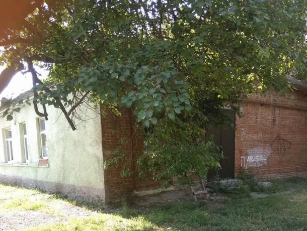 Многостральный лицей №7 в Таганроге вызывает сочувствие и удивление  у горожан