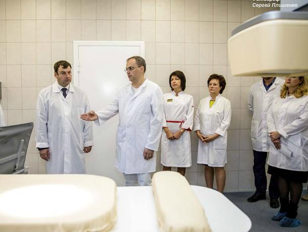 Глава администрации Андрей Лисицкий  ознакомился с оборудованием в  сосудистом отделении  БСМП