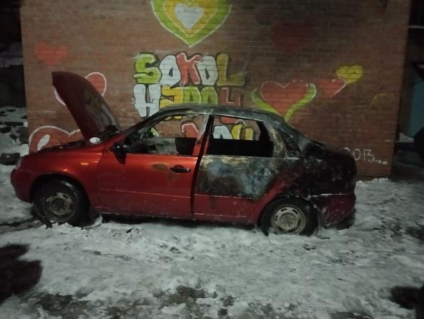 В Таганроге злоумышленники совершили поджог авто