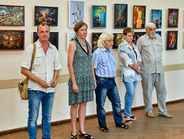 Корифеи фотодела открыли выставку в библиотеке А.Чехова в Таганроге