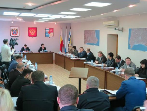 Комиссия по ЖКХ городской Думы рекомендует расторгнуть  контракт с сити-менеджером Лисицким