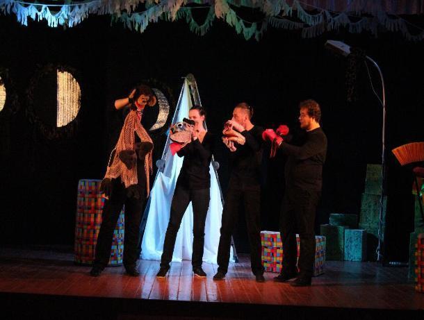 Таганрогский молодёжный камерный театр показал благотворительный спектакль