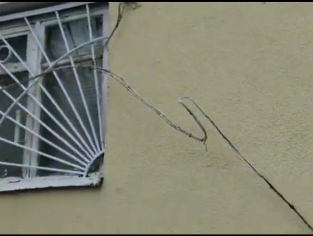 «Добрую память»  о себе на фасаде дома оставили строители Таганрога