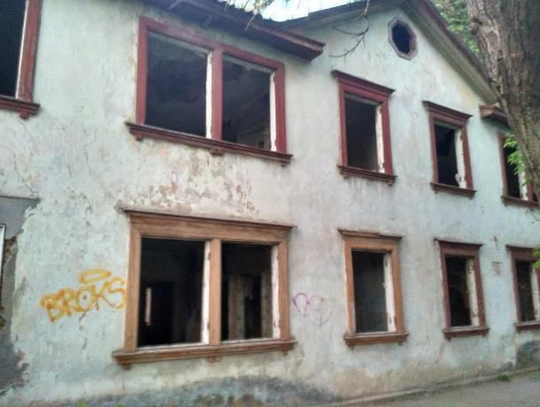 Приют для бомжей и крыс организовали власти Таганрога на месте расселенных домов
