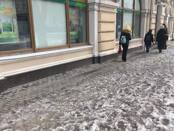 Ни проехать, ни пройти – таганрожцы вновь потеряли снегоуборочную технику