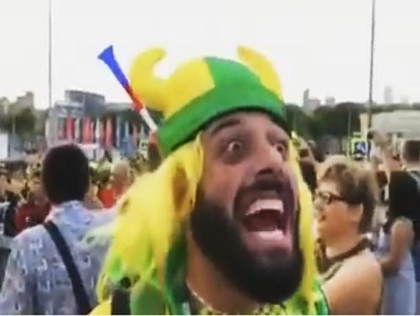 Бразильский журналист, герой интернета, «появился» на ноге у таганрожца