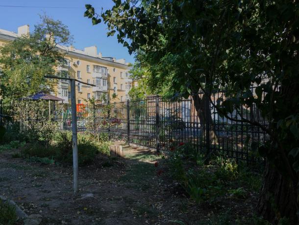 УК «Марион» в Таганроге, наплевав на решения суда, не спешит убирать воздвигнутый забор и исправлять свои ошибки