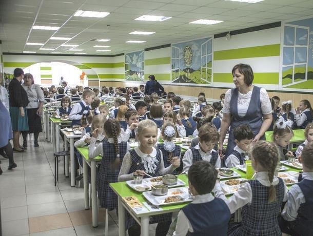 Роспотребнадзор запретит таганрогским школьникам приносить еду из дома