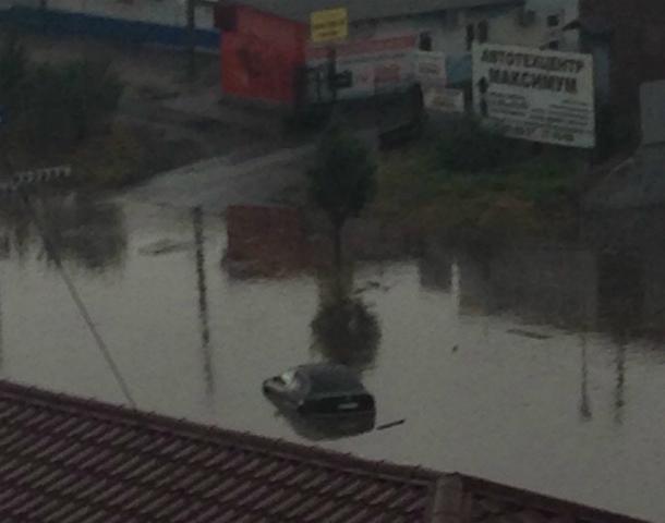 В Таганроге ночью и под утро бушевал ураган и лил непрестанный  дождь