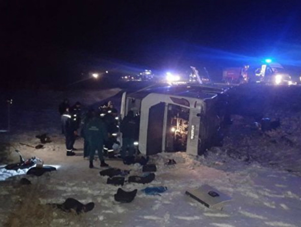 Шестеро пострадавших из перевернувшегося автобуса под Белой Калитвой выписаны из больницы