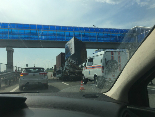 ДТП с участием фуры произошло на трассе Ростов-Таганрог, есть жертвы
