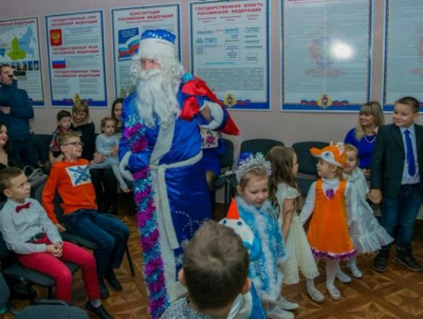 Полицейский Дед Мороз Таганрога пригласил на праздник детей