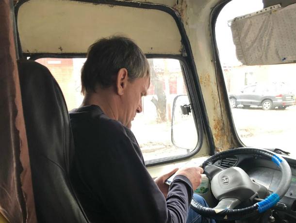 Водитель маршрутки в Таганроге сначала обкурил пассажиров, потом выгнал из салона