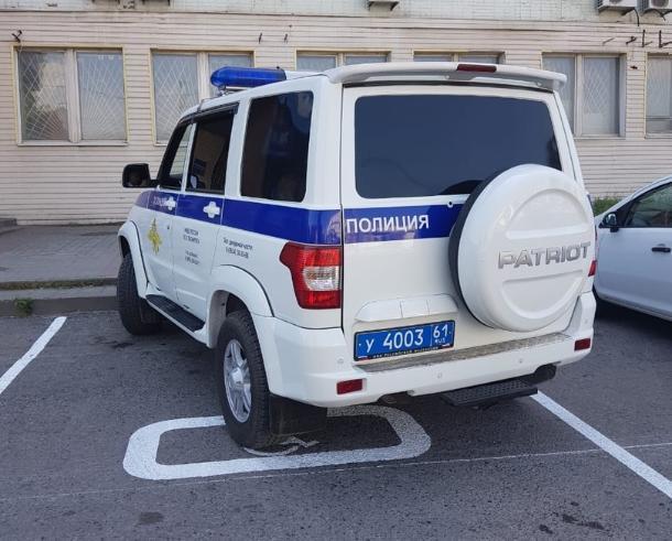 Полицейский проигнорировал замечание таганрожца о парковке на месте для инвалидов