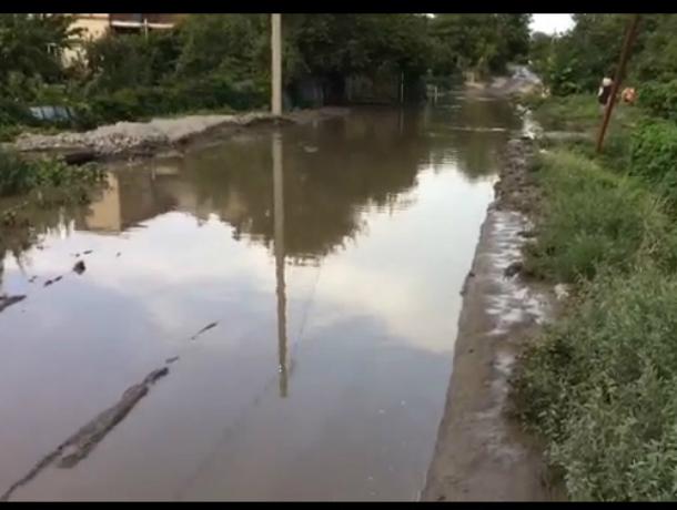 «Великой   лужей» назвали жители района Марцево  в  Таганроге, затапливающую их воду, готовую превратиться в постоянное болото