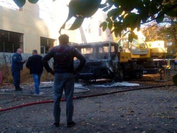 В Таганроге сгорел кран от соприкосновения с высоковольтными проводами