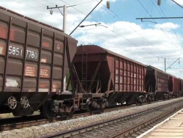 Под грузовой поезд затянуло 59-летнего таганрожца