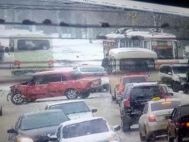 В Таганроге попавших в ДТП водителей спасла кнопка ГЛОНАСС