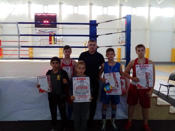 Золотые и серебряные медали привезли таганрогские боксеры