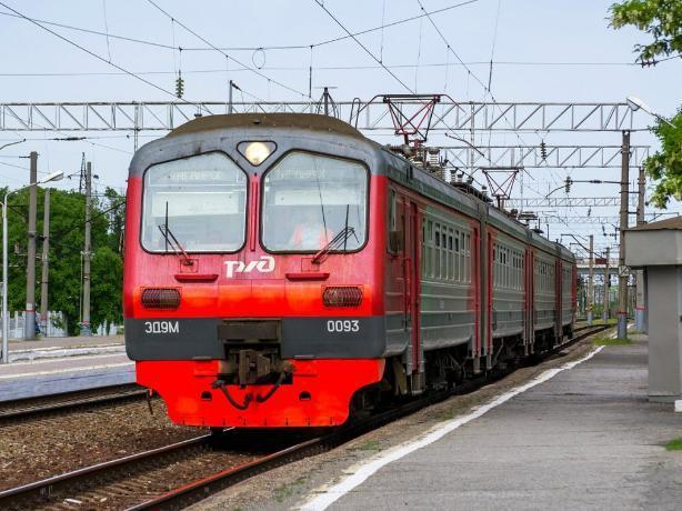 С 15 октября изменится расписание электрички Успенская-Таганрог-Ростов