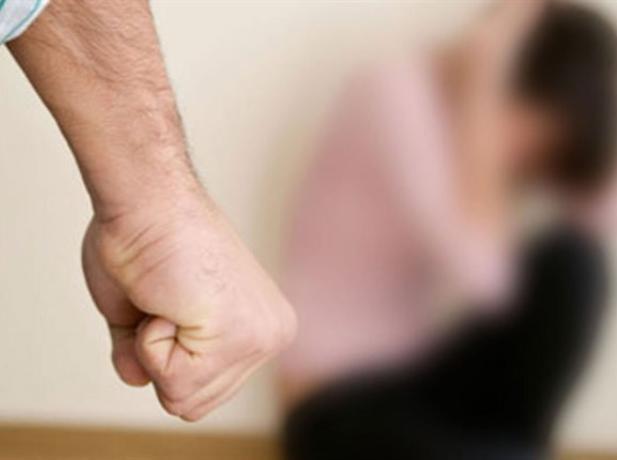 В Таганроге мужчина до смерти избил беременную сожительницу