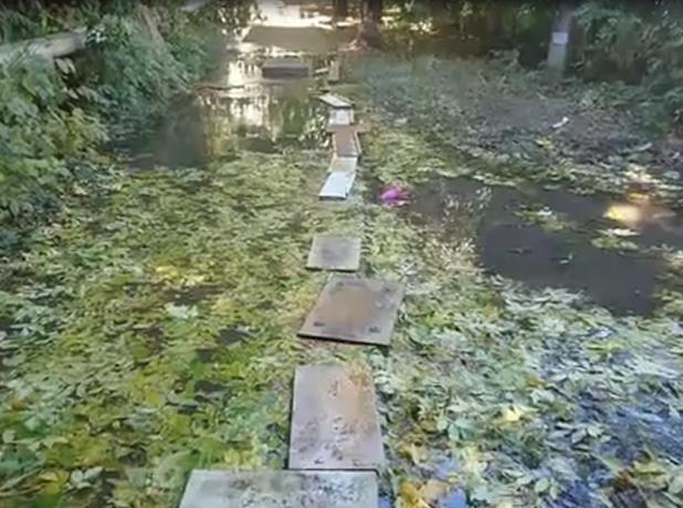 Большой коммунальный потоп залил несколько дворов в Таганроге