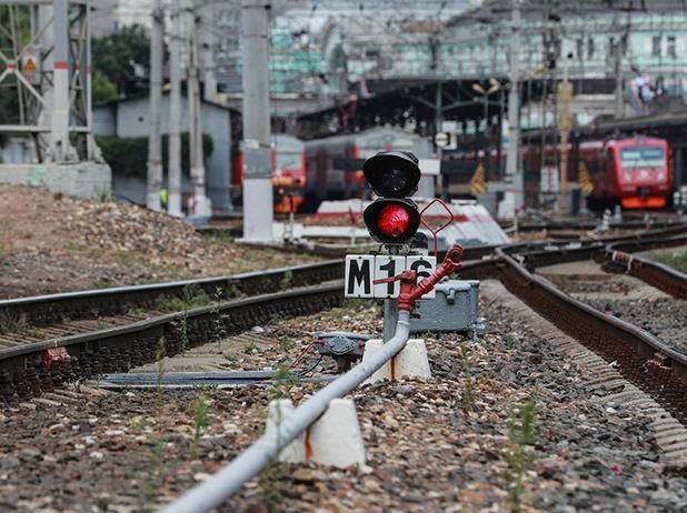 В Таганроге под поездом погибла 64-летняя женщина