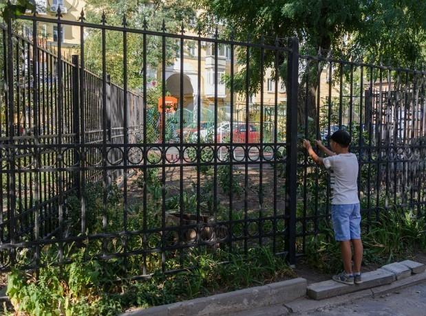 УК «Марион» игнорирует решение суда — незаконный забор стоит на месте