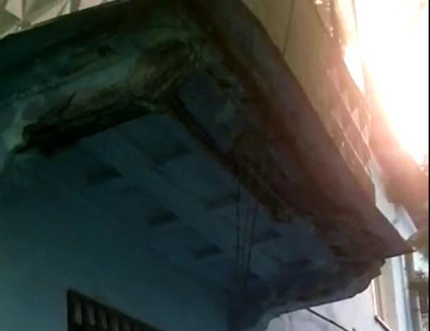 В Таганроге на прохожих обрушается балкон