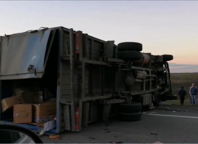 На трассе Ростов-Таганрог 69-летний мужчина погиб под колесами своего грузовика