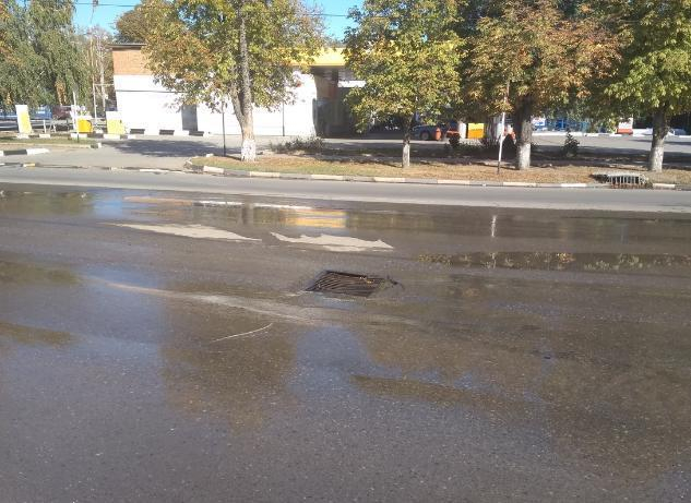 В Таганроге посреди дороги вновь провалился асфальт