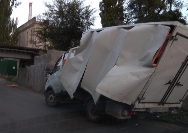 В Таганроге «Газель» смяло под «черным мостом»