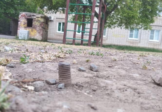 Дети играют в «выживание» на таганрогских площадках