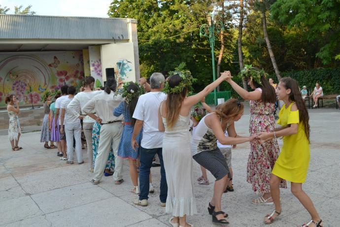 В Таганроге впервые прошла вечерка «Ромашковая Русь»