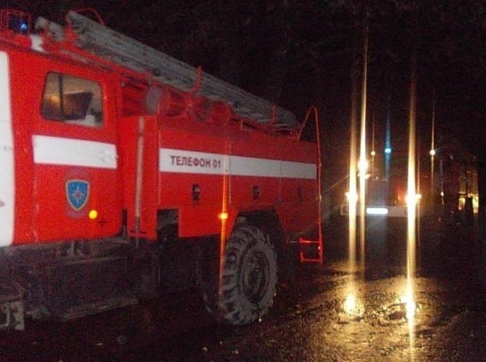 В Таганроге горел хлебопекарный цех и торговый ларек